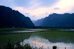 Di kampung sebelah, gunung seperti ini dimanfaatkan sebagai bahan dasar semen dan marmer.